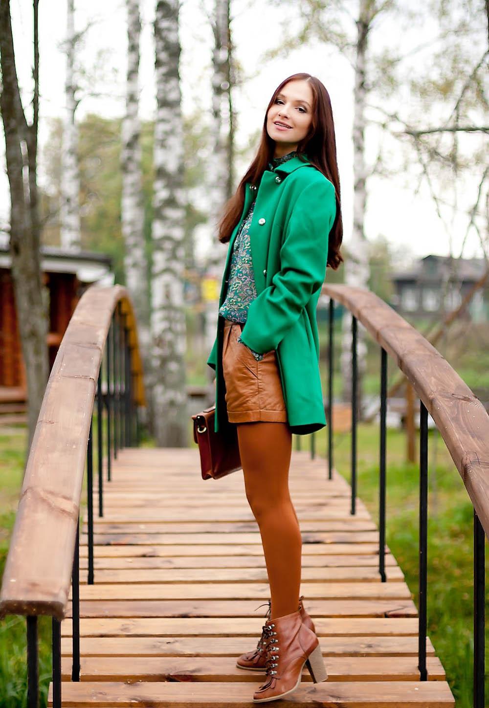 С чем носить зеленое пальто?
