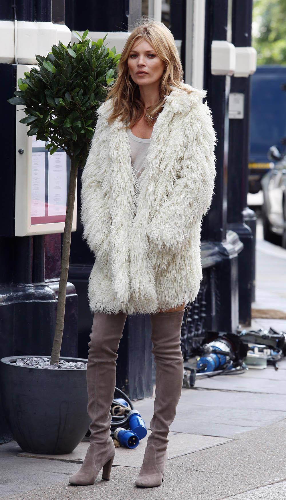 Во что одеваются знаменитости зимой?
